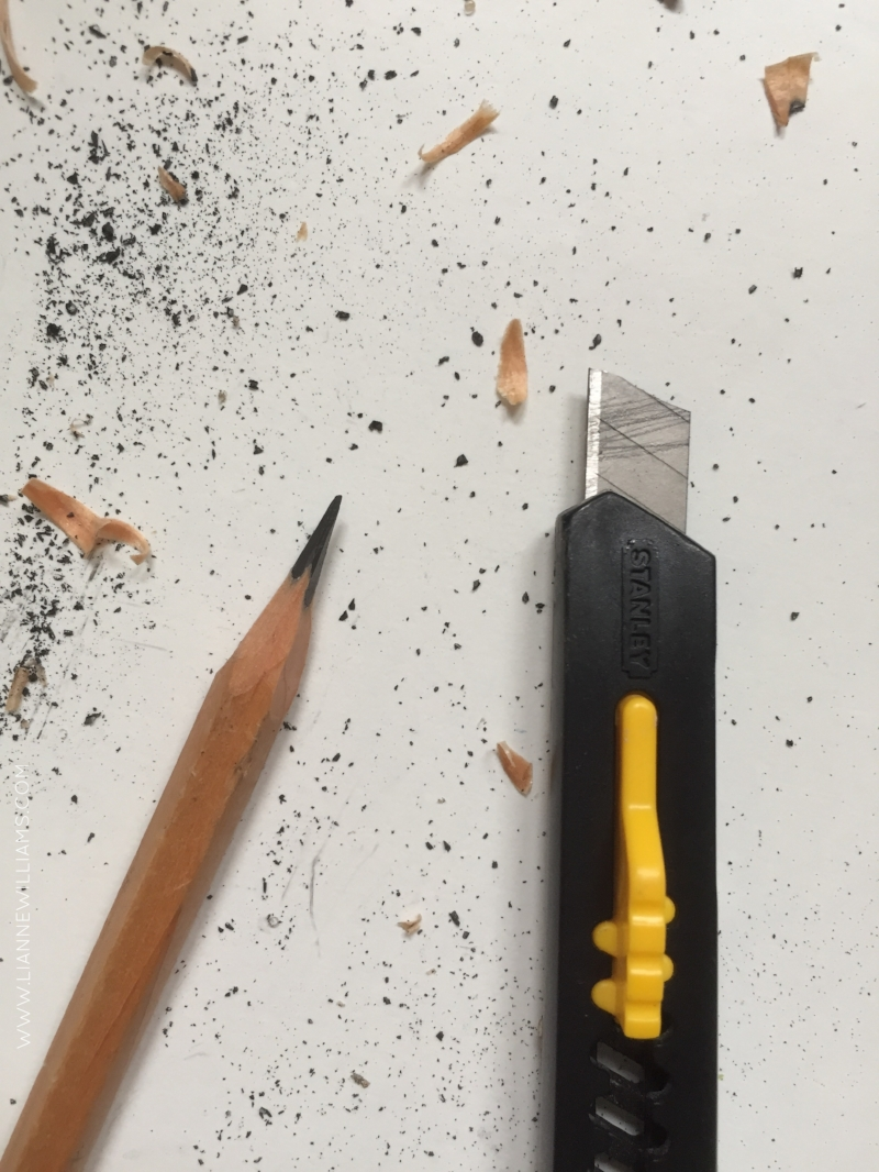 Sharpen a pencil with a blade