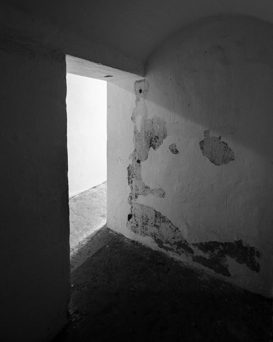 fort-moultrie-tunnel-door-shadows-light.jpg