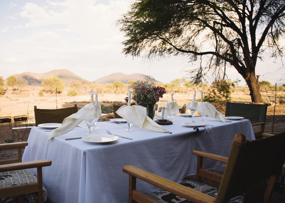 table-setup-james-nyain-ruaha-river-lodge-tanzania-wedding.jpg