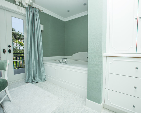 Modern mint green and white bathroom by Washington DC interior designer Decor Dose on Fortique