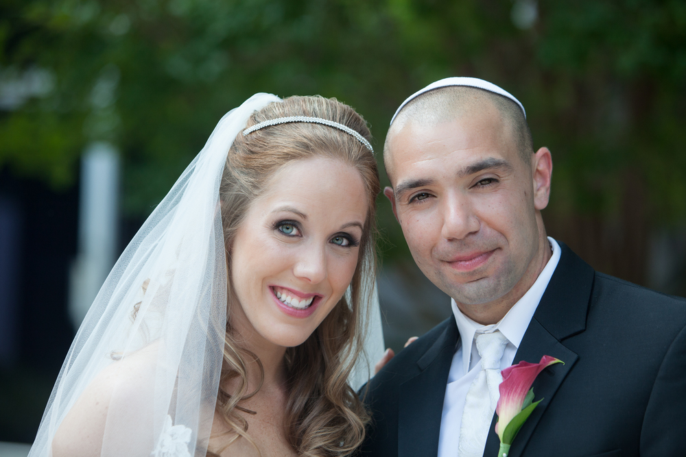 Natural wedding makeup for blue eyes and blonde hair by Washington DC wedding makeup artist Julie Wardley