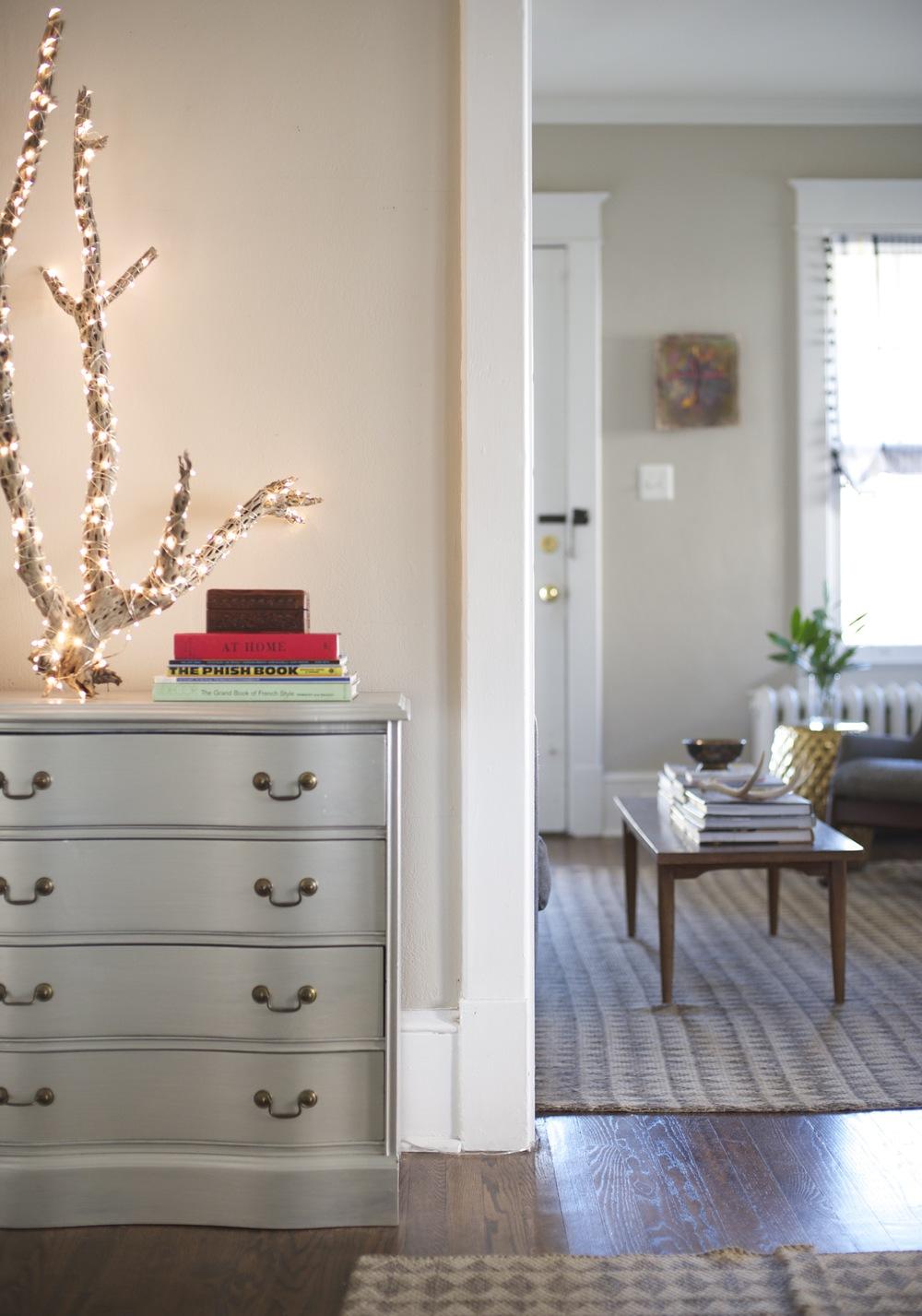 Dresser Decor, Clean Interior Design