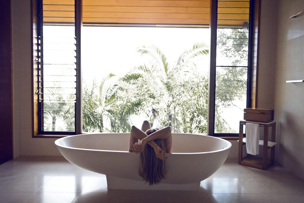 Rainforest-Bath-Qualia-Hamilton-Island-Oracle-Fox.jpg