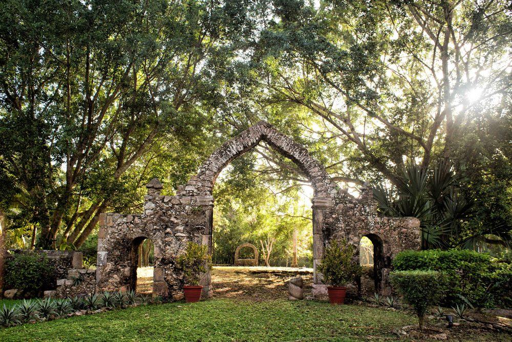 Hacienda Chichen Itza, ruins on site