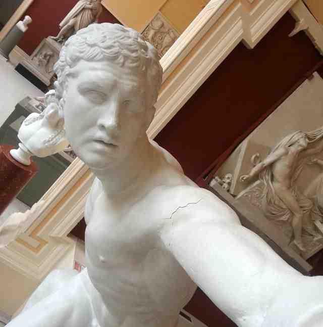 statue-selfies1.jpg