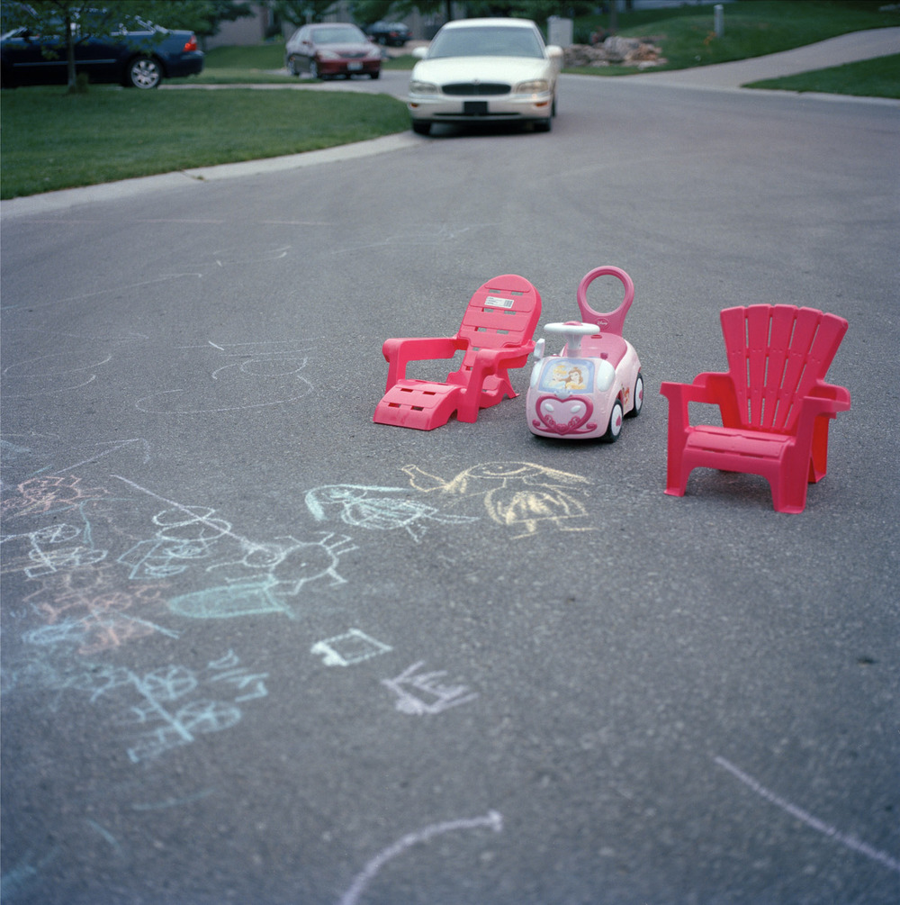 princess car and pink chairs in the driveway_wksp.jpg