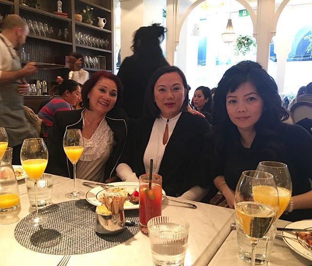 After weeks and weeks of planning, we finally got our Vietnamese moms to go out for brunch today.  We just wanted our moms to be friends and experience something outside of their comfort zone.  We have been fortunate enough to experience all these things as a regular part of our work and social lives and we just wanted to be able to share that with the women who raised us.  It ain't Mother's Day, but it doesn't matter. They're still our mothers everyday.