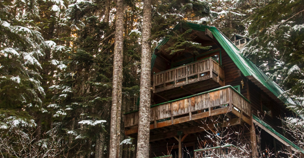 Cabins at the four ski resorts located at Snoqaulmie Pass (45 minutes east of the city high in the Cascade Mountain Range), nestle in the trees along runs for door-to-lift skiing.
