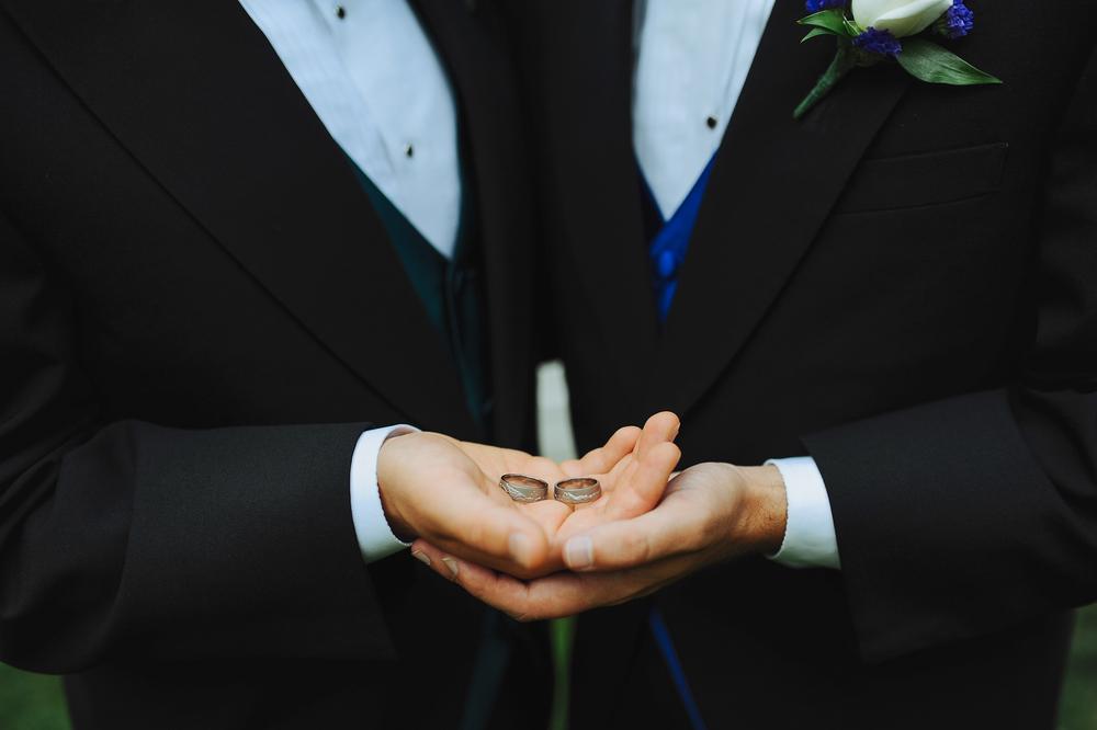 par_weddingrings1.jpg