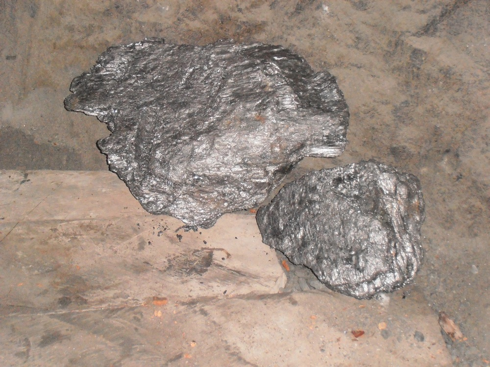 RS Mines - The Queen's Graphite Mine - high purity carbon, crystalline vein graphite