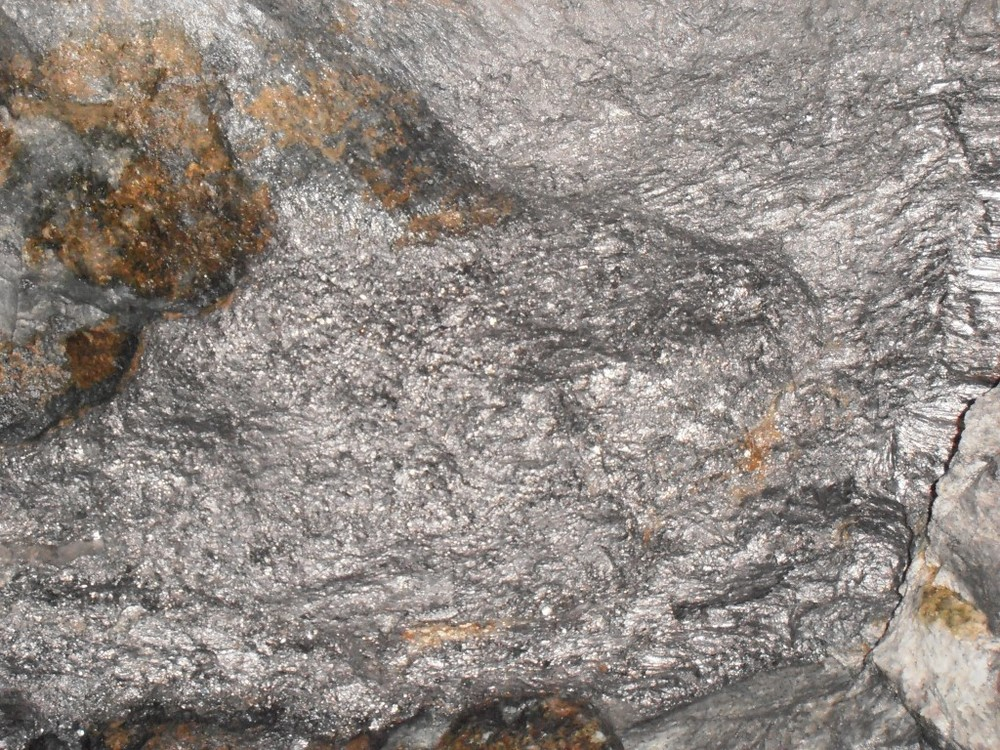 RS Mines - The Queen's Graphite Mine - high carbon purity, crystalline vein graphite