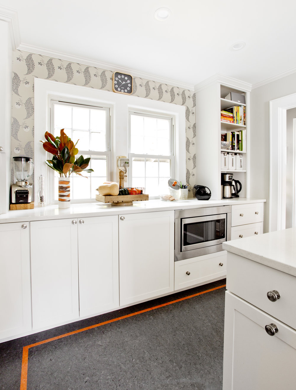 KELHI_TRANSITIONAL_WHITE_KITCHEN_IDEAS.jpg