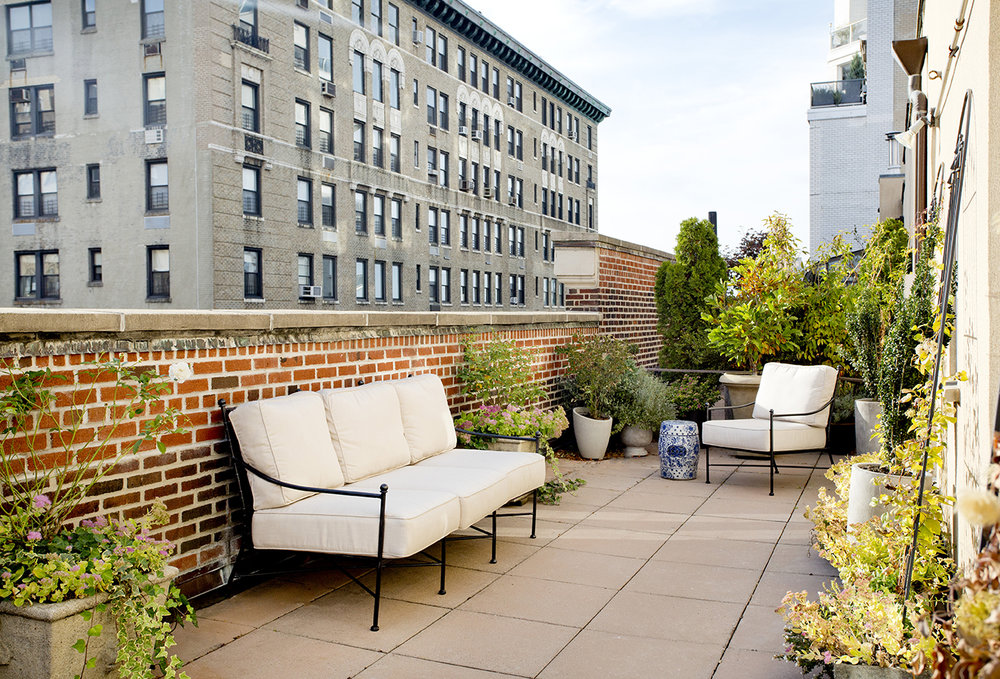 WHIW78_PAMELADAILEYDESIGN_NYC-PENTHOUSE-TERRACE-VIEW-1.jpg