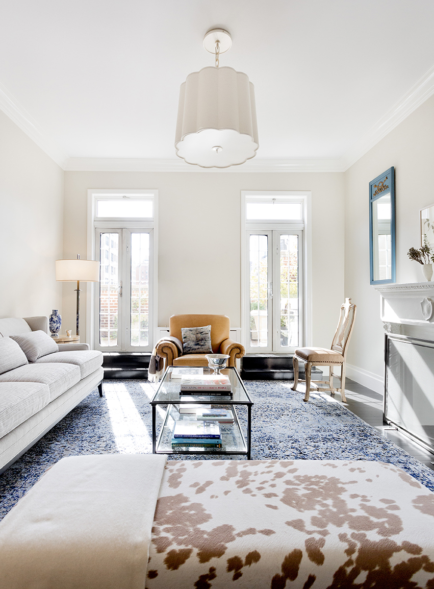 WHIW78_PAMELADAILEYDESIGN_SMALL-LIVING-ROOM-DARK-FLOORS-WHITE-TRIM.jpg