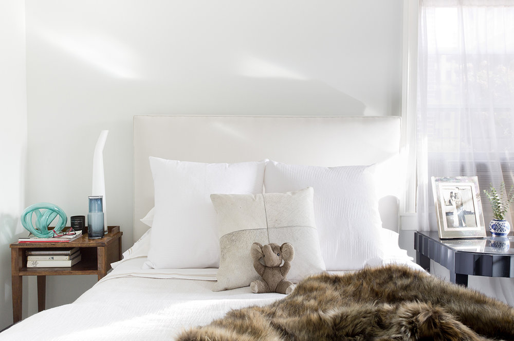 WHIW78_PAMELADAILEYDESIGN-CASUAL-MASTER-BEDROOM-WHITE.jpg