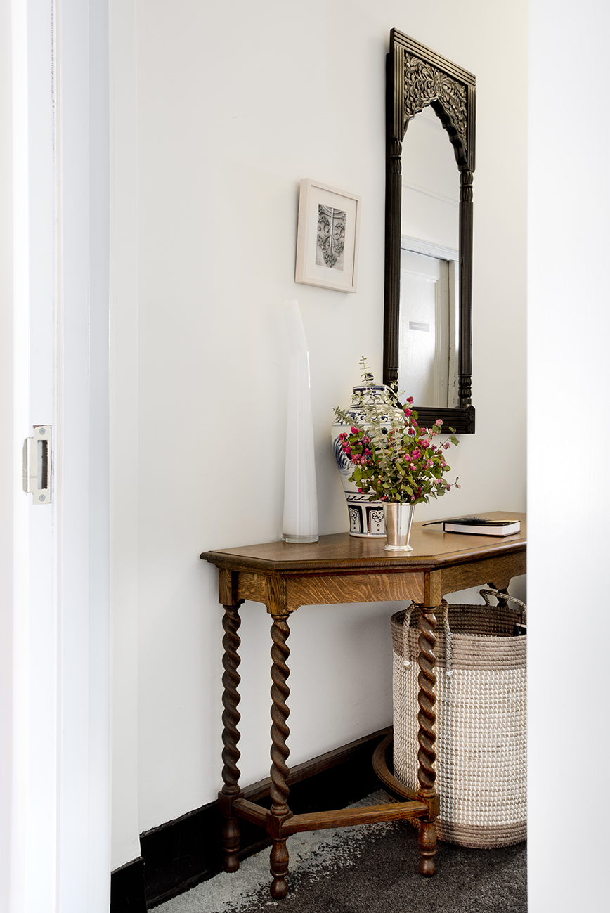 WHIW78_PAMELADAILEYDESIGN-FOYER-TABLE-BASKET.jpg