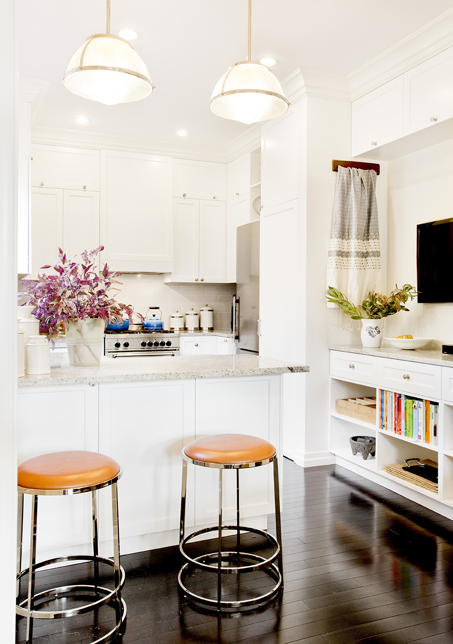 WHIW78_PAMELADAILEYDESIGN-KITCHEN-TV-IDEAS.jpg