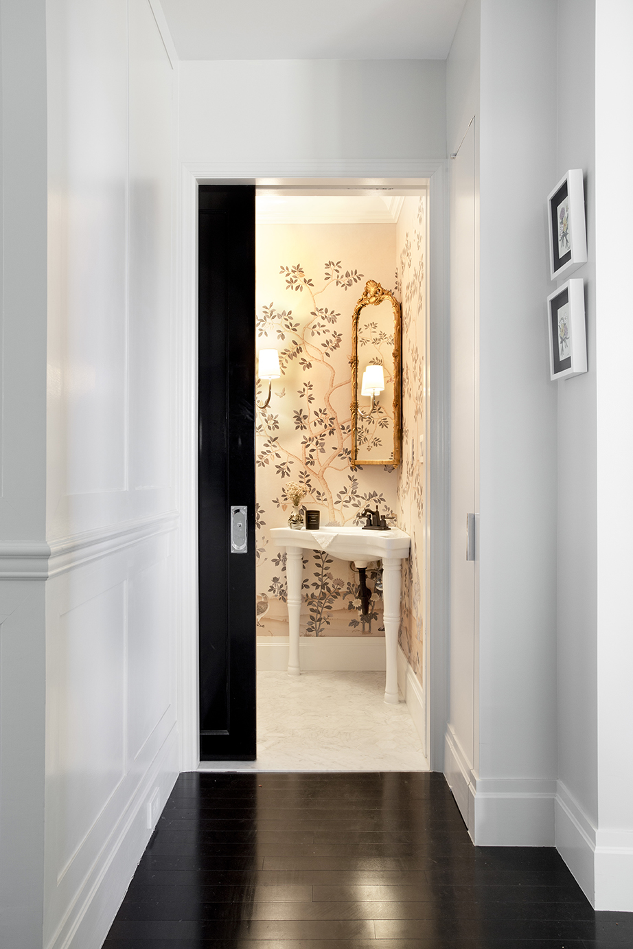 WHIW78-PAMELADAILEYDESIGN_POWDER-ROOM-BLACK-GLOSSY-DOORS-BLACK-FLOORS.jpg