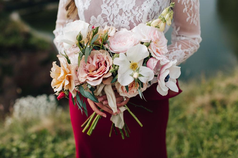 emma barrow burgh island elopement wedding photographer holly bees flowers