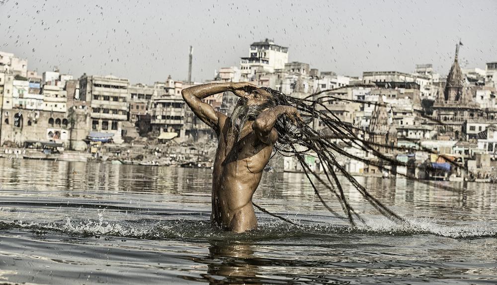 An Agori pilgrim bathing in the Ganges.