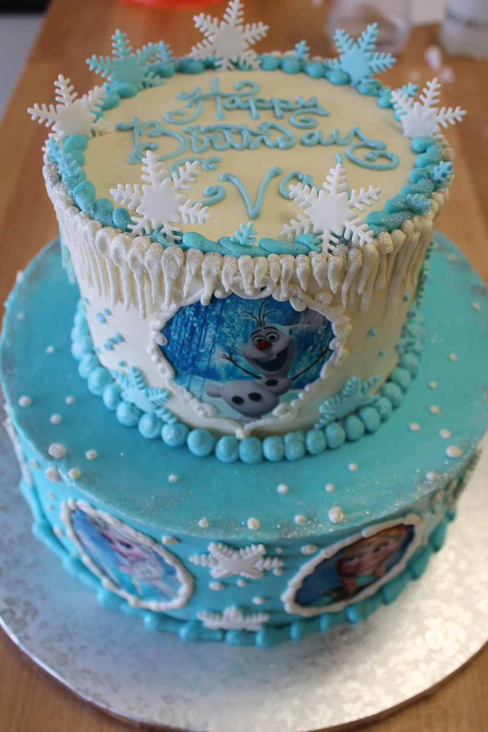 Snowflake Friends Cake