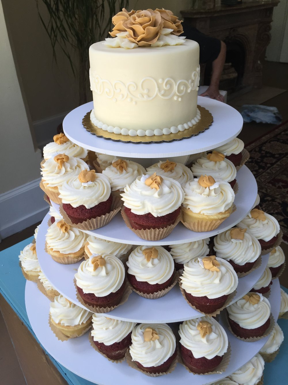 Golden Roses for Cake and Cupcakes