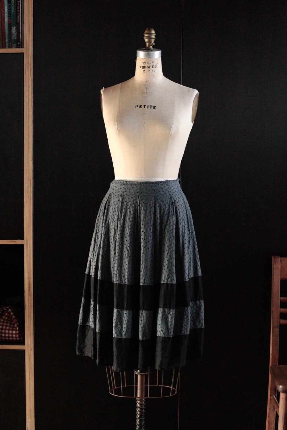 #1009 pleated skirt/eyelet