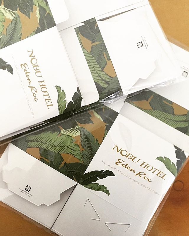 〰🌴🔸I never saw a palm I didn't like〰 The palms background on our boxes can be changed to match your logo. #giftbetter #brandedboxes