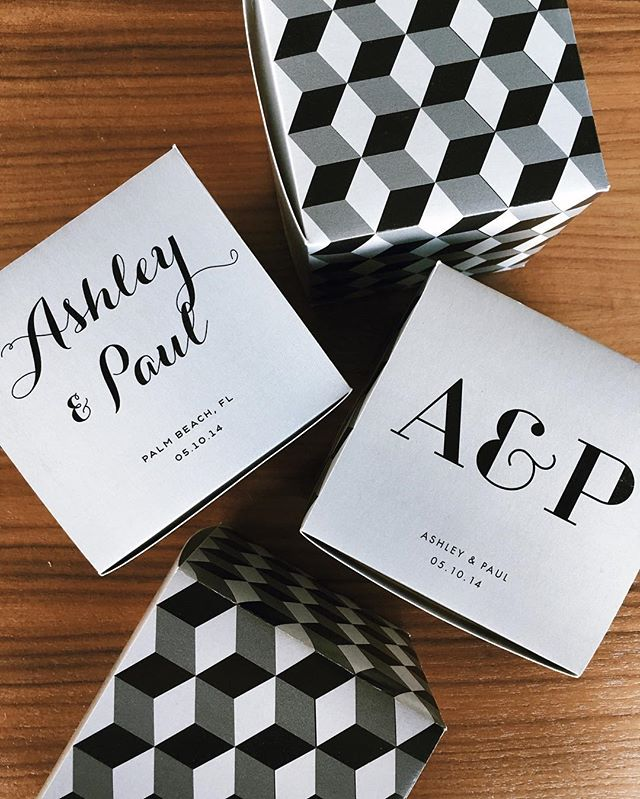 〰▪️Grayscale cubes▫️🔳 Personalize this box with initials or couple's name〰 #giftbetter #weddingfavors