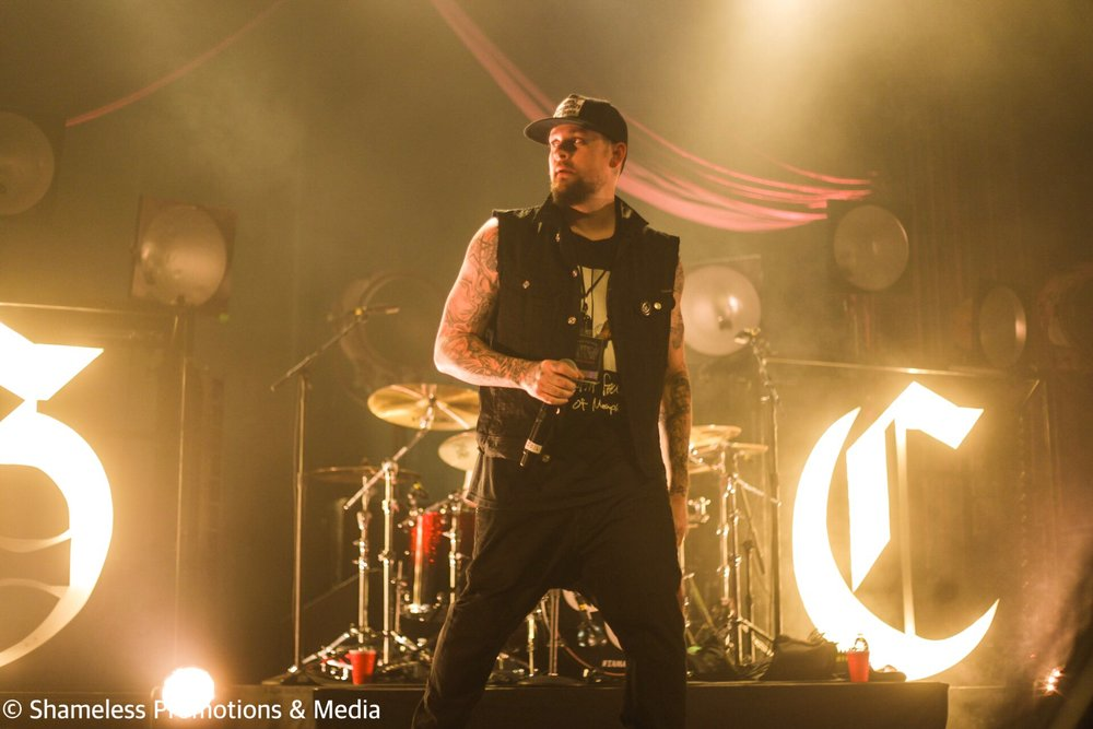 Joel Madden of Good Charlotte performing at The Warfield in San Francisco, CA on October 25, 2016. Photo: Jared Stossel.