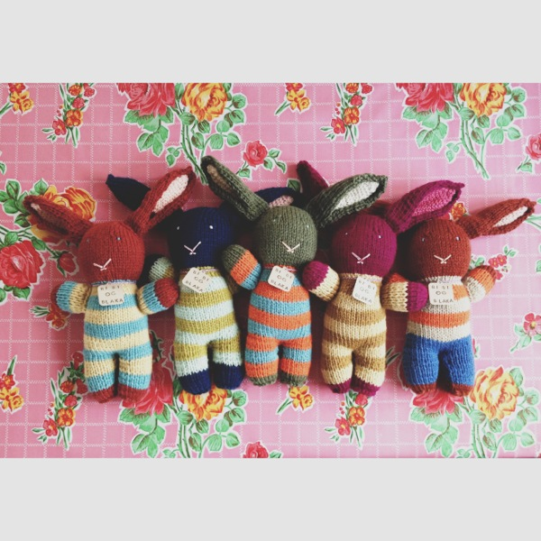 Been really busy making striped bunnies with Kambgarn yarn from Iceland.    Now that it has cooled off a bit, I'll be adding some more Lopi bunnies, too.