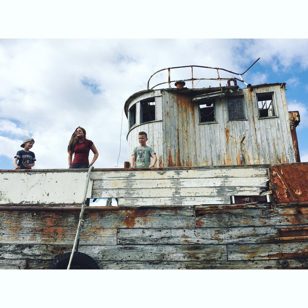 Scrapped fishing boat in Þorlákshöfn