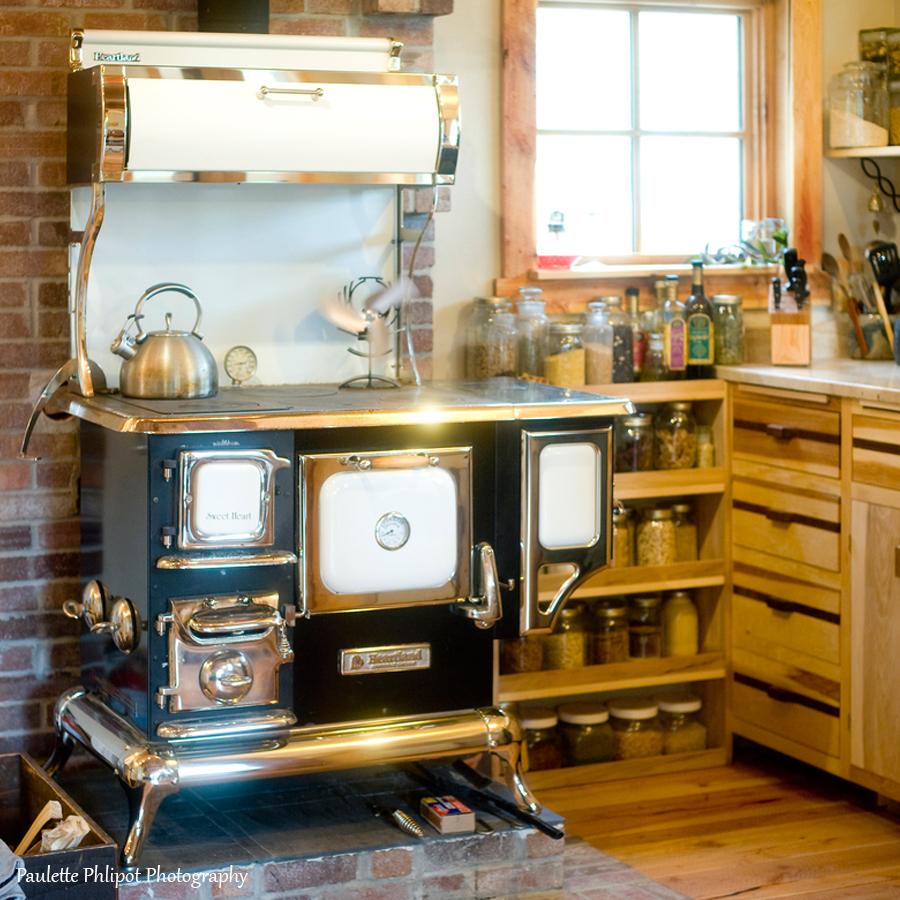 paulette_phlipot_DJ_kitchen.jpg