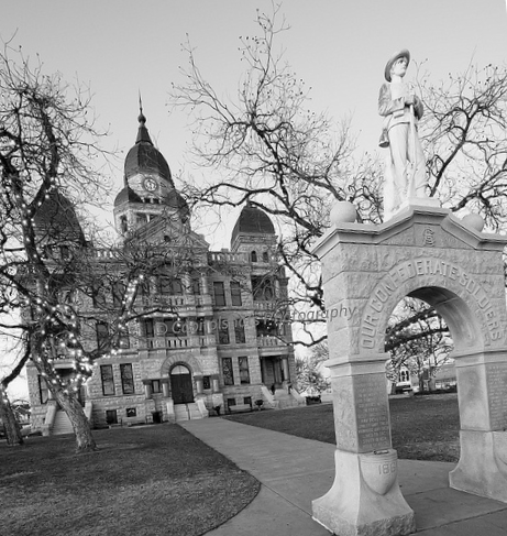 The United Daughters of the Confederacy Monument erected in 1918.