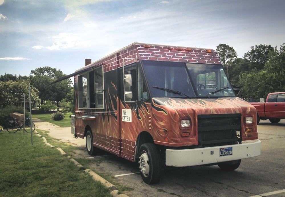 Denton is slowly but surely getting our fair share of food trucks. One of the newer ones, Kendrick's BBQ, was out at the Denton Community Market this past Saturday.  Have you had a chance to check them out yet?