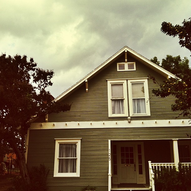 Our favorite little house on the square, all empty and ready for a new business.