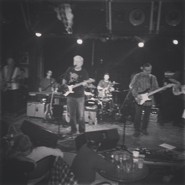 Petty Theft at Dan's Silverleaf. Photo by   @crazyquatro.