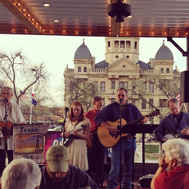 Burgers and bluegrass Friday evening. Photo by  Courtney Craggett.
