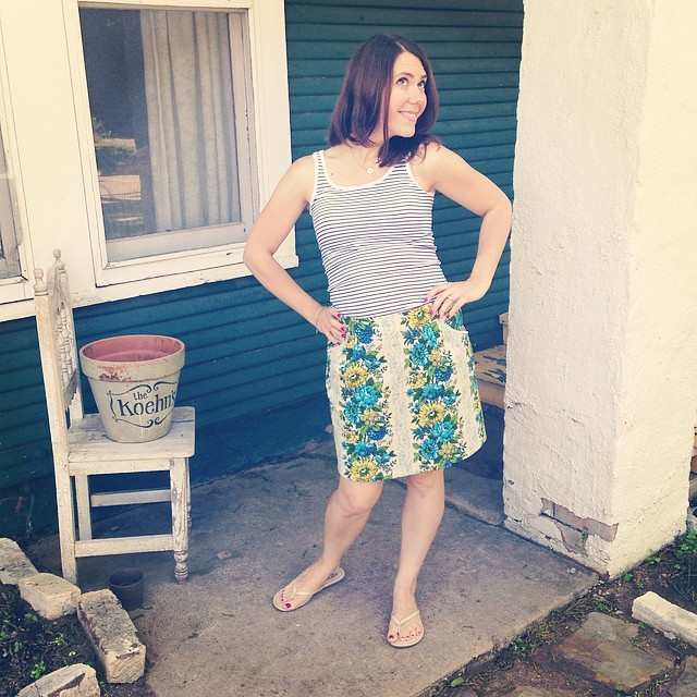 @tinyglowlife showed off her amazing @madelinewoodapparel skirt in true spring fashion.