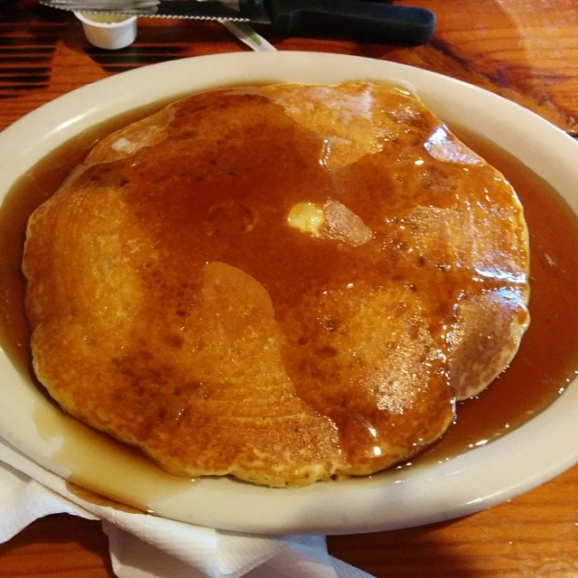 @xtiffanyyoungbloodx enjoyed a pancake bigger than her own face from Old West. We approve for sure of this breakfast decision.