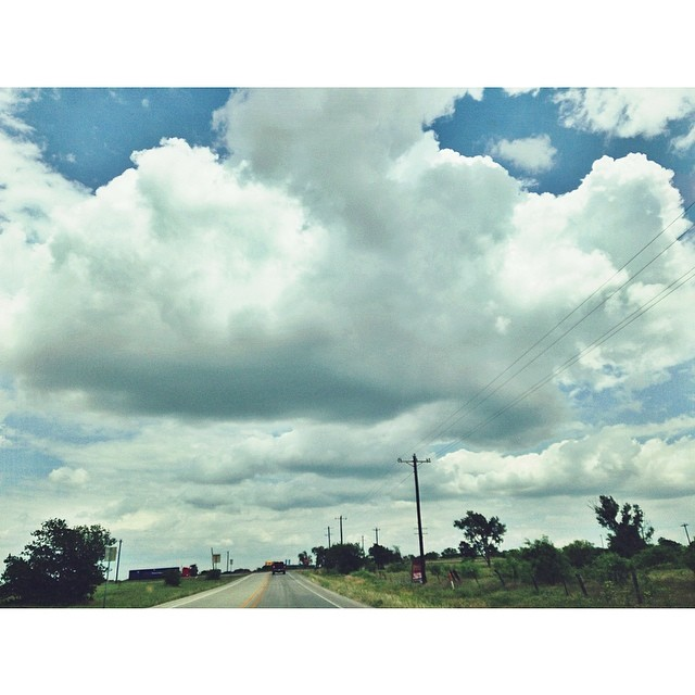 Looks like the perfect Sunday drive - clouds captured by @amnoel__.