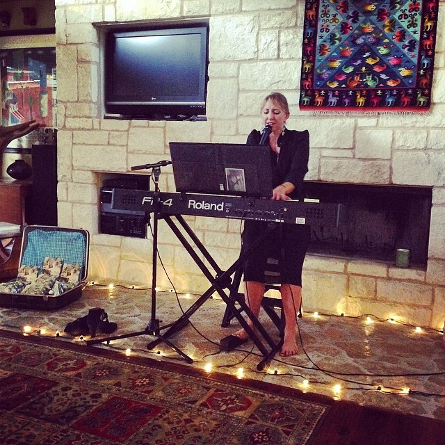 @sarahanneadams  at a sweet looking house show.