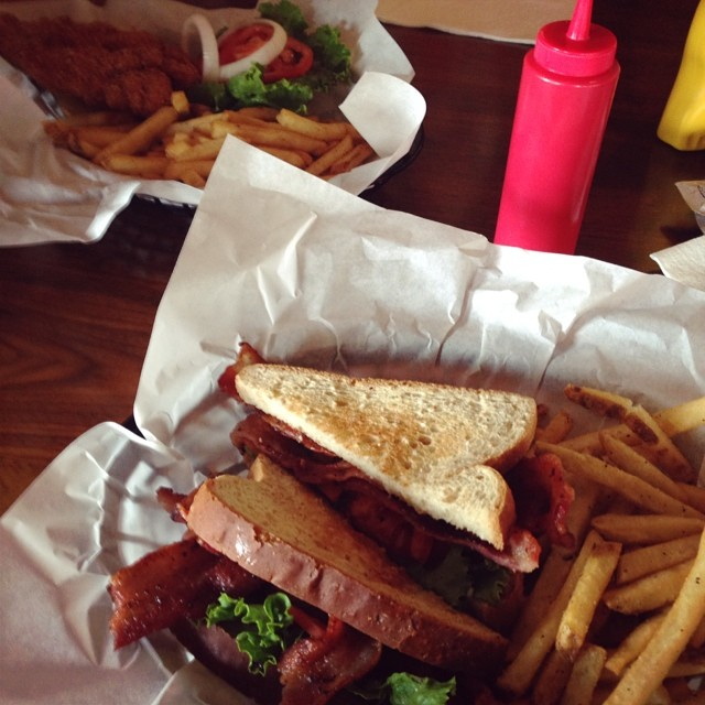@leslieminton urges us to all try out Rising Sun Cafe. From the looks of this BLT we all should heed her advice. No taco picture to end on this week. Y'all are kinda letting us down. This is taco-season, jerks.