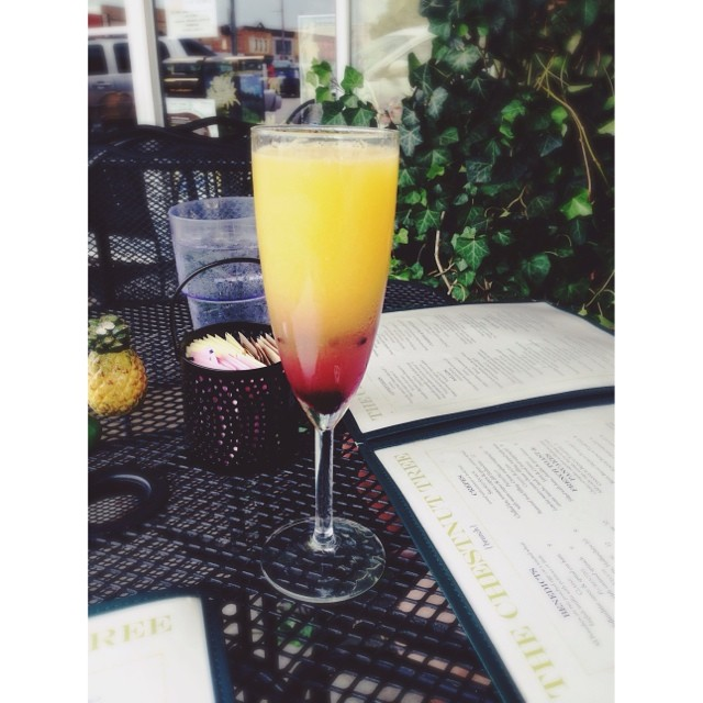 Hibiscus mimosa is best enjoyed brunchfully by  @raeganmcadams.