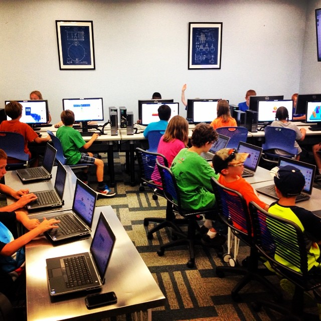 The Forge at the North Branch Library was full of kiddos learning to use Tindercad so they could print their own 3D images. Man, that place is rockin' it lately! Way to go  @dentonpubliclibrary !