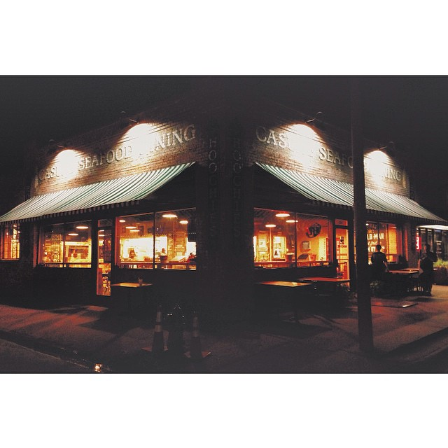 Hoochie's is lookin' pretty at night.