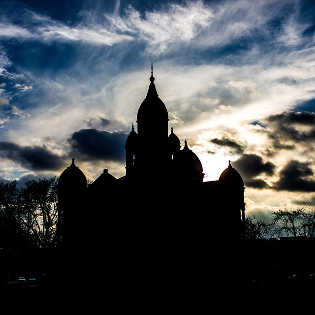Courthouse silhouette by @Phototerminus.