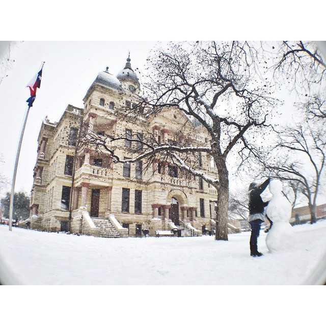 The courthouse is always extra pretty covered in snow.