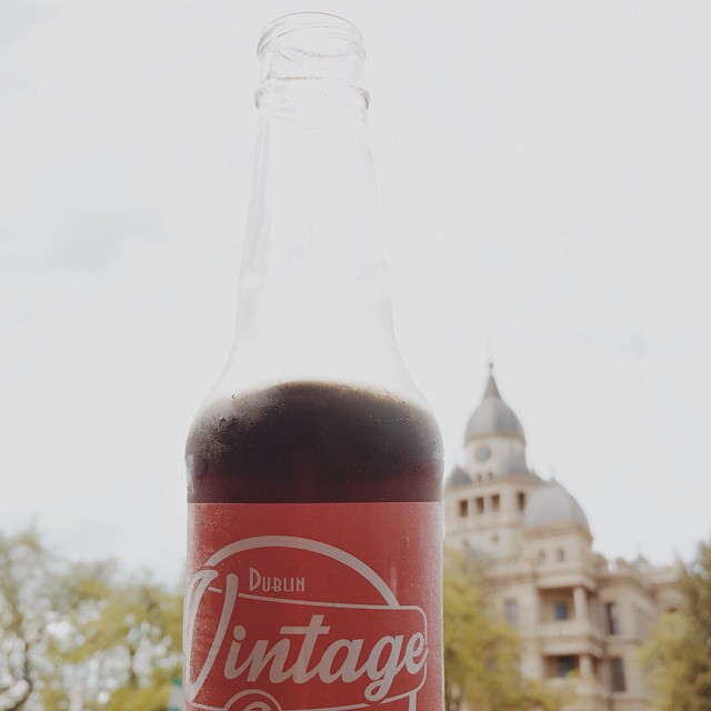 Some vintage colas and the Denton courthouse. Thanks for the timeless shot, @jeffconqueso!