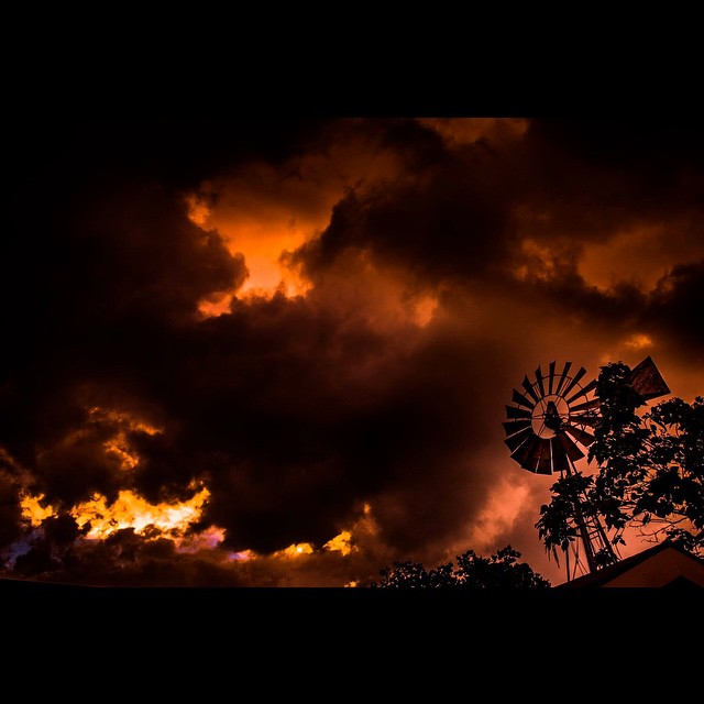 @Zach_Ashcraft not only has dramatic skies, but ALSO a windmill, y'all Beat that. Also, the sky may or may not be on fire. Be careful out there, Zach.
